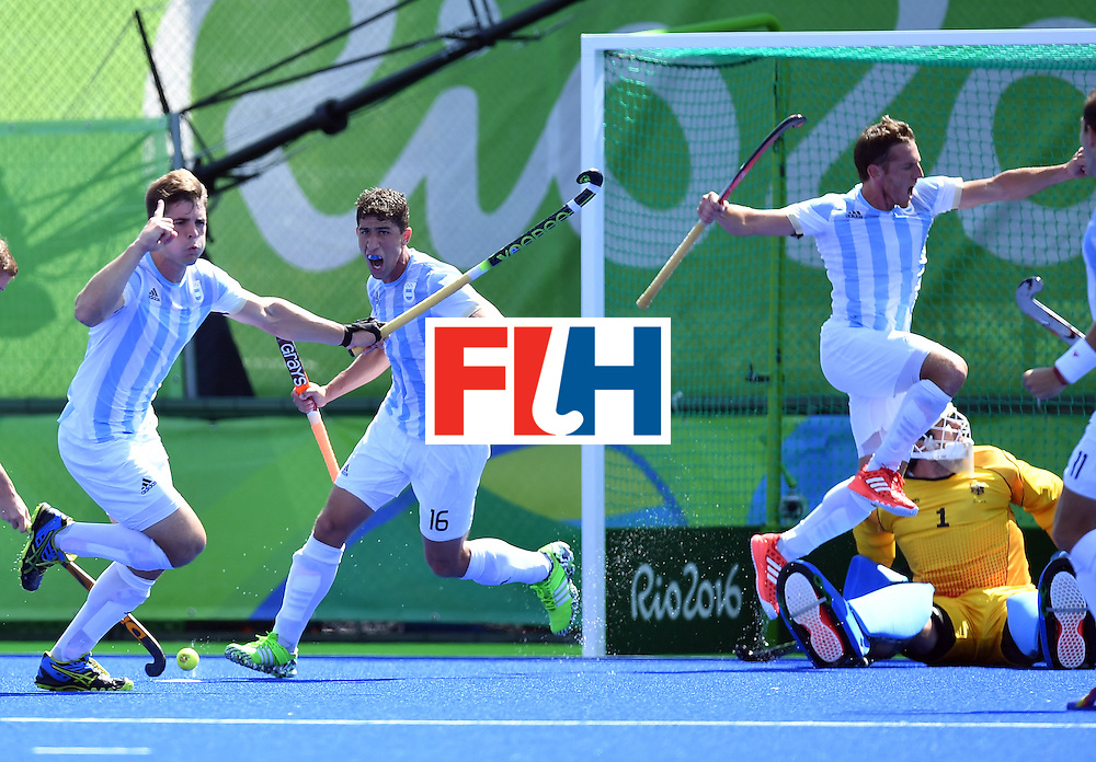 Argentina's Gonzalo Peillat (L) celebrates his second goal during the men's semifinal field hockey Argentina vs Germany match of the Rio 2016 Olympics Games at the Olympic Hockey Centre in Rio de Janeiro on August 16, 2016. / AFP / MANAN VATSYAYANA        (Photo credit should read MANAN VATSYAYANA/AFP/Getty Images)