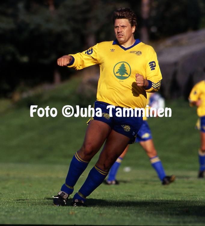 11.8.1991, &Auml;ij&auml;nsuo, Rauma.<br /> I Divisioona 1991.<br /> Rauman Pallo-Iirot - Kemin Palloseura.<br /> Teppo Yli-Karro - P-Iirot