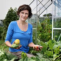 Nederland, Nijmegen , 9 augustus 2013.<br /> Maaike Raaijmakers, projectleider biologisch uitgangsmateriaal en veredeling bij Bionext.<br /> <br /> Foto:Jean-Pierre Jans