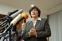 13 DEC 2002, BERLIN/GERMANY:<br /> Ulla Schmidt, SPD, Bundessozialministerin, waehrend einer Pressekonferenz nach der ersten Sitzung der Kommission, Bundesministerium fuer Gesundheit und Soziale Sicherung<br /> IMAGE: 20021213-01-013<br /> KEYWORDS: Mikrofon, microphone