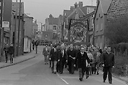 Black draped Ackton Hall banner on the David Jones funeral march. 23/03/1984.
