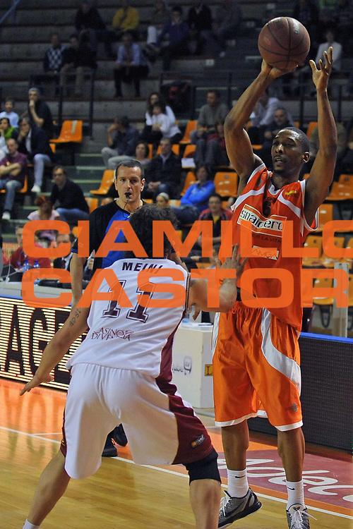 DESCRIZIONE : Udine Lega A2 2010-11 Snaidero Udine Umana Venezia<br /> GIOCATORE : Clint Cotis Harrison<br /> SQUADRA : Snaidero Udine<br /> EVENTO : Campionato Lega A2 2010-2011<br /> GARA : Snaidero Udine Umana Venezia<br /> DATA : 17/04/2011<br /> CATEGORIA : Passaggio<br /> SPORT : Pallacanestro <br /> AUTORE : Agenzia Ciamillo-Castoria/S.Ferraro<br /> Galleria : Lega Basket A2 2010-2011 <br /> Fotonotizia : Udine Lega A2 2010-11 Snaidero Udine Assigeco Umana Venezia<br /> Predefinita :