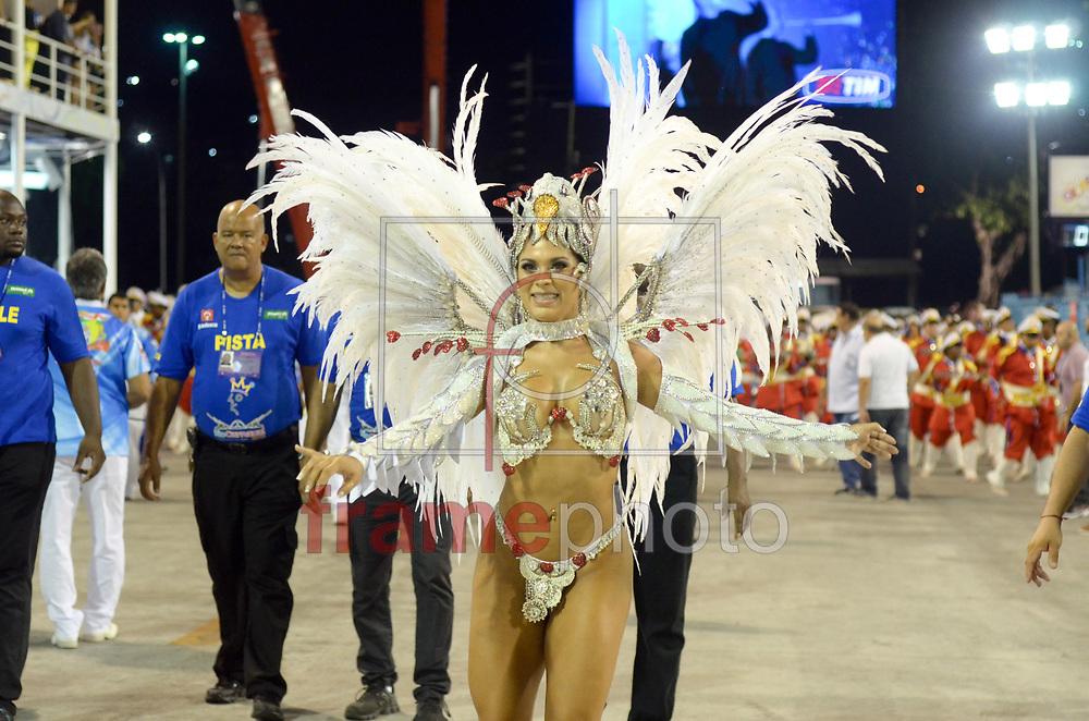 Rio de Janeiro, RJ – 14/02/2015 – Luciana Caetano durante o desfile do GRES Inocentes de Belford Roxo com o enredo Nelson Sargento – Samba Inocente, pé no chão, terceira escola no segundo dia do Grupo de Acesso do Carnaval 2015, no Sambódromo da Marquês de Sapucaí, na noite de hoje (14/02). FOTO: ADRIANO ISHIBASHI/FRAME