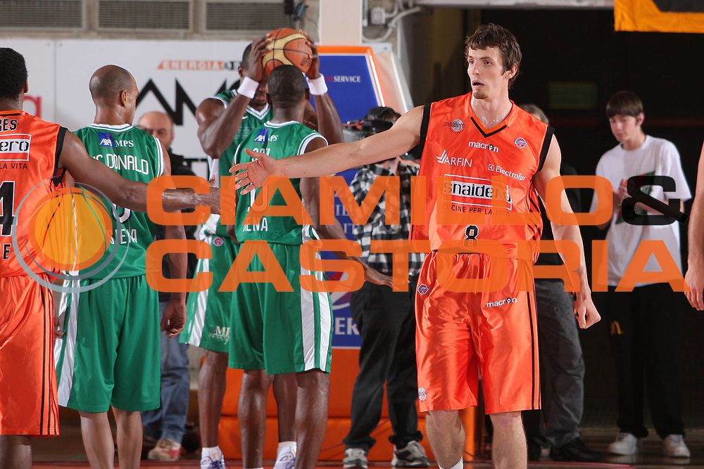 DESCRIZIONE : Udine Lega A1 2008-09 Snaidero Udine Montepaschi Siena <br /> GIOCATORE : benjamin ortner <br /> SQUADRA : Snaidero Udine <br /> EVENTO : Campionato Lega A1 2008-2009 <br /> GARA : Snaidero Udine Montepaschi Siena <br /> DATA : 11/01/2009 <br /> CATEGORIA : esultanza <br /> SPORT : Pallacanestro <br /> AUTORE : Agenzia Ciamillo-Castoria/S.Silvestri