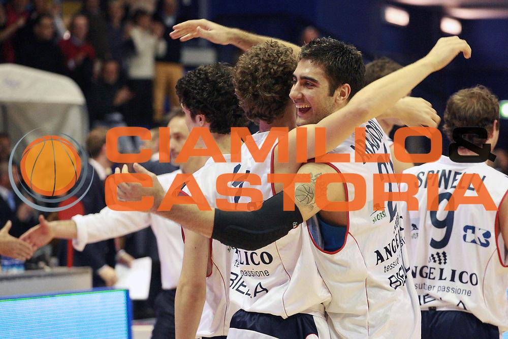 DESCRIZIONE : Biella Lega A 2008-09 Angelico Biella Snaidero Udine<br /> GIOCATORE : Pietro Aradori Niccolo Margheri<br /> SQUADRA : Angelico Biella<br /> EVENTO : Campionato Lega A 2008-2009 <br /> GARA : Angelico Biella Snaidero Udine<br /> DATA : 19/04/2009 <br /> CATEGORIA : Esultanza<br /> SPORT : Pallacanestro <br /> AUTORE : Agenzia Ciamillo-Castoria/S.Ceretti<br /> Galleria : Lega Basket A1 2008-2009 <br /> Fotonotizia : Biella Campionato Italiano Lega A1 2008-2009 Angelico Biella Snaidero Udine<br /> Predefinita :