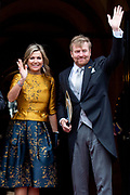 Koning Willem-Alexander en koningin Maxima komen aan bij het Koninklijk Paleis voor de traditionele nieuwjaarsontvangst voor  Corps Diplomatique en internationale organisaties. <br /> <br /> King Willem-Alexander and Queen Maxima arrive at the Royal Palace for the traditional New Year's reception for Corps Diplomatique and international organizations.