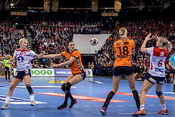 15-12-2017 DEU: 23rd Women World Championship Netherlands - Norway, Hamburg<br /> Quarter final - De Nederlandse handbalsters vervolgen hun gouden WK-droom. Nederland bleek woensdagavond in de kwartfinales te sterk voor Tsjechi&euml;, maar het ging moeizaam. Uiteindelijk trok Nederland aan het langste eind: 30-26. / Yvette Broch #13 of Netherlands, Stine Bredal Oftedal #10 of Norway, Heidi Loke # of Norway #6 of Norway