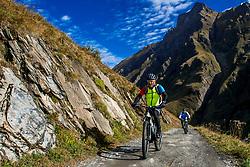 15-09-2017 ITA: BvdGF Tour du Mont Blanc day 6, Courmayeur <br /> We starten met een dalende tendens waarbij veel uitdagende paden worden verreden. Om op het dak van deze Tour te komen, de Grand Col Ferret 2537 m., staat ons een pittige klim (lopend) te wachten. Na een welverdiende afdaling bereiken we het Italiaanse bergstadje Courmayeur. Harold
