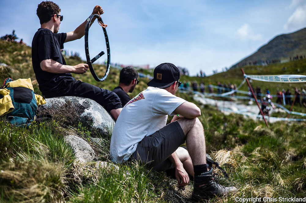 Nevis Range, Fort William, Scotland, UK. 4th June 2016. Spectators line the 2.8km downhill course. The worlds leading mountain bikers descend on Fort William for the UCI World Cup on Nevis Range.