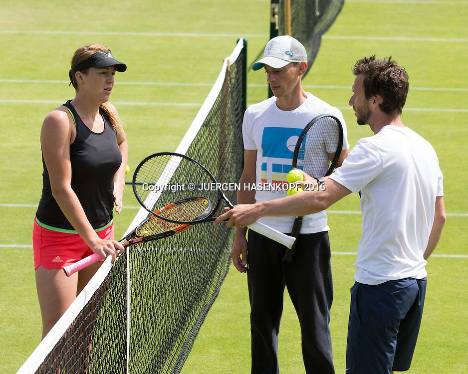 DIETER KINDLMANN (GER) und ANASTASIA PAVLYUCHENKOVA, im Hintergrund Pysiotherapeut Martin Dorn,Training,Aorangi Park,<br /> <br /> Tennis - Wimbledon 2016 - Grand Slam ITF / ATP / WTA -  AELTC - London -  - Great Britain  - 5 July 2016.