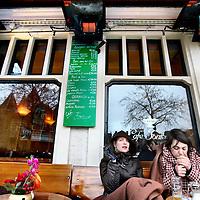 Nederland, Amsterdam , 9 maart 2012..Gevelverwarming zoals hier bij cafe Fonteyn op de Nieuwmarkt zal op korte termijn gelegaliseerd worden..Foto:Jean-Pierre Jans