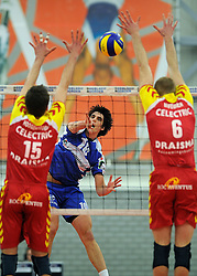 12-02-2011 VOLLEYBAL: AB GRONINGEN/LYCURGUS - DRAISMA DYNAMO: GRONINGEN<br /> In een bomvol Alfa-college Sportcentrum werd Dynamo met 3-2 (25-27, 23-25, 25-19, 25-23 en 16-14) verslagen door Lycurgus / Aanval Tommy Pestolesi en het blok van Sjoerd Hoogendoorn en Jasper Diefenbach<br /> ©2011-WWW.FOTOHOOGENDOORN.NL