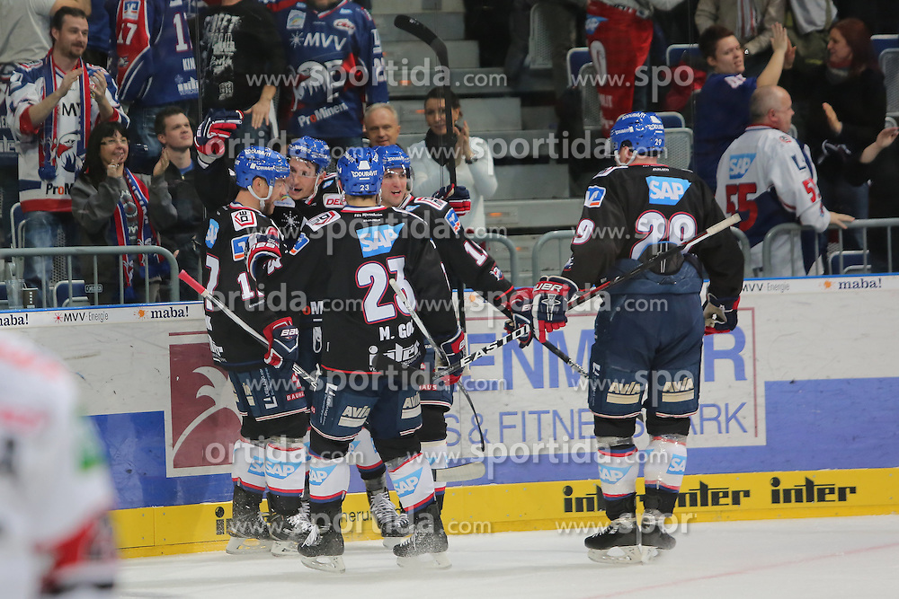 16.12.2016, SAP Arena, Mannheim, GER, DEL, Adler Mannheim vs Koelner Haie, 28. Runde, im Bild Luke Adam (Adler Mannheim) bejubelt seinen Treffer zum 1-1 mit seinen Mitspielern // during the German DEL Icehockey League 28th round match between Adler Mannheim and Koelner Haie at the SAP Arena in Mannheim, Germany on 2016/12/16. EXPA Pictures &copy; 2016, PhotoCredit: EXPA/ Eibner-Pressefoto/ Bermel<br /> <br /> *****ATTENTION - OUT of GER*****