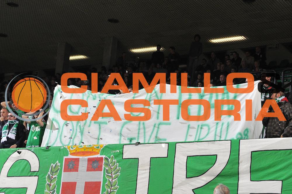 DESCRIZIONE : Treviso Lega A 2010-11 Benetton Treviso Angelico Biella<br /> GIOCATORE : Tifosi Benetton<br /> SQUADRA : Benetton Treviso<br /> EVENTO : Campionato Lega A 2010-2011 <br /> GARA : Benetton Treviso Angelico Biella<br /> DATA : 11/12/2010<br /> CATEGORIA : Supporter<br /> SPORT : Pallacanestro <br /> AUTORE : Agenzia Ciamillo-Castoria/M.Gregolin<br /> Galleria : Lega Basket A 2010-2011 <br /> Fotonotizia : Treviso Lega A 2010-11 Benetton Treviso Angelico Biella<br /> Predefinita :