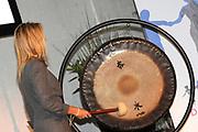 Hare Koninklijke Hoogheid Prinses M&aacute;xima der Nederlanden opent op dinsdagmiddag 25 oktober 2011 het Slinger-Event 4x4 in Utrecht.<br /> <br /> Het Slinger-Event 4x4 is een bijeenkomst over maatschappelijk betrokken ondernemen in de stad. Het evenement wordt gehouden in het kader van het Europese jaar van het vrijwilligerswerk.<br /> <br /> Her Royal Highness Princess M&aacute;xima of the Netherlands opens on Tuesday October 25, 2011 The Sling-4x4 Event in Utrecht.<br /> <br /> The Crank-Event 4x4 is a meeting about socially responsible business in the city. The event is held in the framework of the European Year of Volunteering.