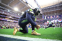 Seattle Seahawks running back Marshawn Lynch (24) ties his golden cleats during Superbowl XLIX game between the Seattle Seahawks and the New England Patriots, on February 1, 2015 in Glendale, AZ. Th ePatriots defeated the Seahawks 28-24. (Tom Hauck/ AP Images)
