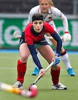 AMSTERLVEEN - Minke Smeets-Smabers van Laren weer terug in het eerste team, zondag tijdens de competitiewedstrijd tussen de vrouwen van Amsterdam en Laren. (2-1). FOTO KOEN SUYK