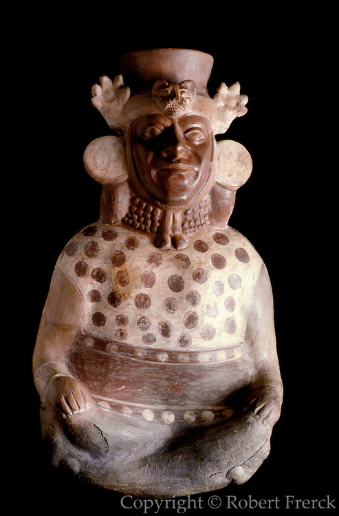 PERU, PRE-COLUMBIAN Mochica (Moche) official with crown