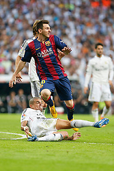 25.10.2014, Estadio Santiago Bernabeu, Madrid, ESP, Primera Division, Real Madrid vs FC Barcelona, 9. Runde, im Bild Real Madrid´s Pepe (L) and Barcelona´s Leo Messi (R) // during the Spanish Primera Division 9th round match between Real Madrid CF and FC Barcelona at the Estadio Santiago Bernabeu in Madrid, Spain <br /> <br /> ***** NETHERLANDS ONLY *****