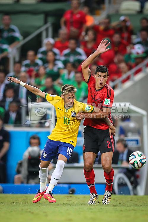 Neymar Jr. disputa bola na partida entre Brasil x México, válida pela segunda rodada do grupo A da Copa do Mundo 2014, no estádio Castelão em Fortaleza, Ceará. FOTO: Jefferson Bernardes/ Agência Preview