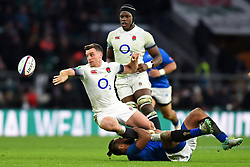 November 25, 2017 - London, England, United Kingdom - England's George Ford offloads a pass during Old Mutual Wealth Series between England against Samoa at Twickenham stadium , London on 25 Nov 2017  (Credit Image: © Kieran Galvin/NurPhoto via ZUMA Press)