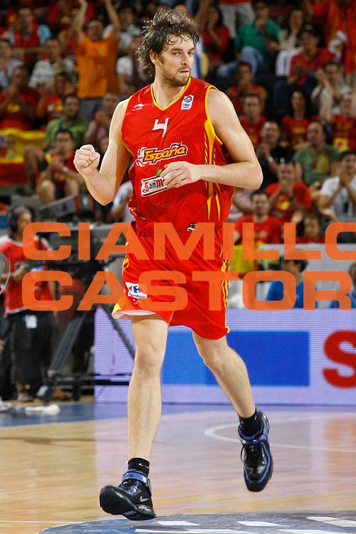 DESCRIZIONE : Madrid Spagna Spain Eurobasket Men 2007 Qualifying Round Russia Spagna Russia Spain <br /> GIOCATORE : Pau Gasol <br /> SQUADRA : Spagna Spain <br /> EVENTO : Eurobasket Men 2007 Campionati Europei Uomini 2007 <br /> GARA : Russia Spagna Russia Spain <br /> DATA : 09/09/2007 <br /> CATEGORIA : Esultanza <br /> SPORT : Pallacanestro <br /> AUTORE : Ciamillo&amp;Castoria/M.Metlas <br /> Galleria : Eurobasket Men 2007 <br /> Fotonotizia : Madrid Spagna Spain Eurobasket Men 2007 Qualifying Round Russia Spagna Russia Spain <br /> Predefinita :