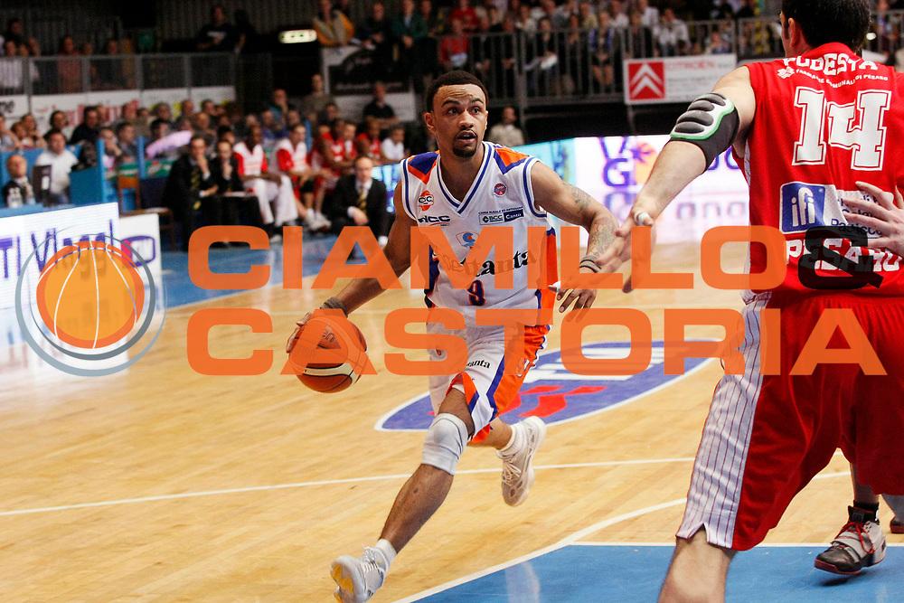 DESCRIZIONE : Cantu Lega A1 2007-08 Tisettanta Cantu Scavolini Spar Pesaro<br /> GIOCATORE : Gerald Fitch<br /> SQUADRA : Tisettanta Cantu<br /> EVENTO : Campionato Lega A1 2007-2008<br /> GARA : Tisettanta Cantu Scavolini Spar Pesaro<br /> DATA : 02/03/2008<br /> CATEGORIA : Palleggio<br /> SPORT : Pallacanestro<br /> AUTORE : Agenzia Ciamillo-Castoria/G.Cottini