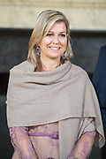 Koningin Maxima spreekt in de Ridderzaal ter gelegenheid van het 10-jarig jubileum van het platform Wijzer in geldzaken. De koningin is erevoorzitter van het platform.<br /> <br /> Queen Maxima speaks in the Ridderzaal on the occasion of the 10-year jubilee of the platform Wiser in Money. The Queen is honorary chairman of the platform.
