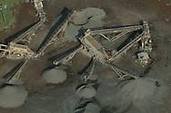 Las Plantas de concreto son instalaciones utilizada para la fabricaci&oacute;n del concreto a partir del a materia prima que lo compone: agregados,cemento y agua(tambi&eacute;n puede incluir otros componentes como filler, fibras de refuerzo o aditivos). Estos componentes que previamente se encuentran almacenados en la planta de concreto, son dosificados en las proporciones adecuadas, para ser mezclados en el caso de centrales mezcladoras o directamente descargados a un cami&oacute;n concretera en el caso de las centrales dosificadoras<br /> <br /> Donde pueden afectar gravemente al ambiente y a la salud de poblaciones cercanas.<br /> &copy;Alejandro Balaguer/Fundaci&oacute;n Albatros Media.