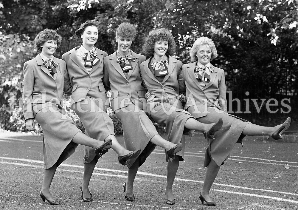 Air Hostesses recieve their wings from Aer Lingus in the Shelbourne Hotel, 17/08/1988 (Part of the Independent Newspapers Ireland/NLI Collection).