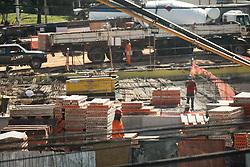 June 23, 2017 - Funcionários trabalham na obra da estação Morumbi, localizada na Avenida Francisco Morato, da Linha 4-Amarela da ViaQuatro que terá ligação com a linha 17-Ouro do monotrilho do Metrô de São Paulo. (Credit Image: © Aloisio Mauricio/Fotoarena via ZUMA Press)