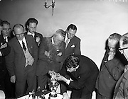 25/03/1960<br /> 03/25/1960<br /> 25 March 1960 <br /> Irish Shell, Demonstration in the Ballroom of the Shelbourne Hotel, Dublin. Possibly demonstration of X - 100 motor oil.