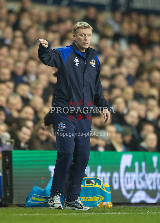 LONDON, ENGLAND - Wednesday, January 11, 2012: Everton manager David Moyes issues instructions from the touchline during the Premiership match at White Hart Lane. (Pic by Chris Brunskill/Propaganda)