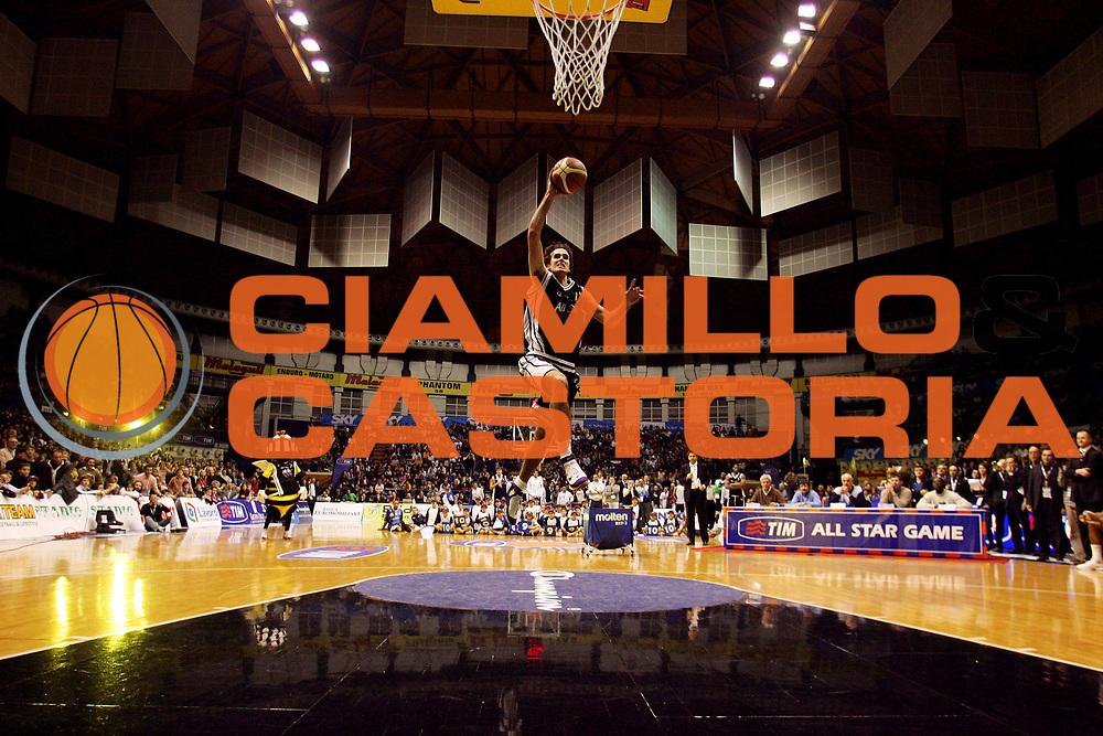 DESCRIZIONE : Bologna Lega A1 2005-06 Tim All Star Game&nbsp;<br /> GIOCATORE :&nbsp;Datome Sequenza <br /> SQUADRA :&nbsp;All Star Ail <br /> EVENTO : Tim All Star Game 2005-2006&nbsp;Gara delle schiacciate <br /> GARA : All Star Quadrifoglio Vita All Star Ail <br /> DATA : 11/12/2005&nbsp;<br /> CATEGORIA :&nbsp;Special  <br /> SPORT : Pallacanestro&nbsp;<br /> AUTORE : Agenzia Ciamillo-Castoria/G.Ciamillo&nbsp;<br /> Galleria : Lega Basket A1 2005-2006 <br /> Fotonotizia : Bologna Lega A1 2005-06 Tim All Star Game&nbsp;Gara delle Schiacciate <br /> Predefinita :