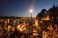 France. Paris. 1st district. large group of people gathering for a piknik with friends on the pont des arts on the Seine river     / pique nique entre amis sur  la passerelle des arts sur la Seine