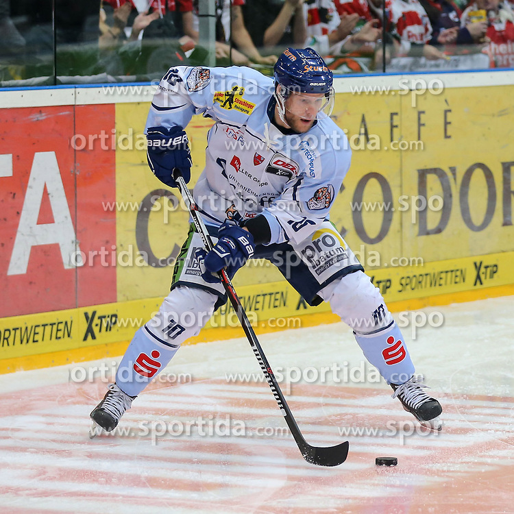 25.09.2015, Lanxess Arena, Koeln, GER, DEL, Koelner Haie vs Straubing Tigers, 5. Runde, im Bild vl. Tobias Woerle (Straubing Tigers) // during the German DEL Icehockey League 5th round match between Koelner Haie and Straubing Tigers at the Lanxess Arena in Koeln, Germany on 2015/09/25. EXPA Pictures &copy; 2015, PhotoCredit: EXPA/ Eibner-Pressefoto/ Horn<br /> <br /> *****ATTENTION - OUT of GER*****