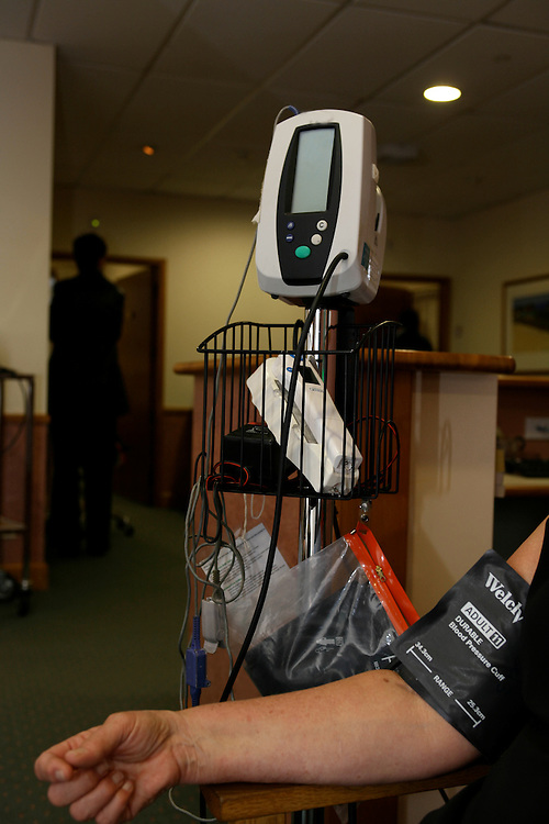 A patient connected to a modern blood pressure machine, Wellington, New Zealand, June 01, 2007. Credit:SNPA / Rob Tucker