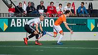 AMSTELVEEN -  Justin Reid-Ross (Adam) met Yannick van der Drift (Bldaal)   tijdens de oefenwedstrijd tussen Amsterdam en Bloemendaal heren.    COPYRIGHT  KOEN SUYK