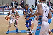 DESCRIZIONE : Final Eight Coppa Italia 2015 Desio Quarti di Finale Dinamo Banco di Sardegna Sassari - Vanoli Cremona<br /> GIOCATORE : Kenny Hayes<br /> CATEGORIA : palleggio penetrazione<br /> SQUADRA : Vanoli Cremona<br /> EVENTO : Final Eight Coppa Italia 2015 Desio<br /> GARA : Dinamo Banco di Sardegna Sassari - Vanoli Cremona<br /> DATA : 20/02/2015<br /> SPORT : Pallacanestro <br /> AUTORE : Agenzia Ciamillo-Castoria/Max.Ceretti