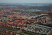 Nederland, Zuid-Holland, Nootdorp, 18-03-2009; Vinex lokatie met nieuwe woonwijken en huizen in aanbouw te midden van wat een tuinbouwgebied was. Rechtsonder, met uitstekende flats, op de plaats van de vroegere renbaan, het winkelcentrum Parade, aan de horizon het kassengebied van Pijnacker. New housing estates under construction in the middle of a former horticultural area. In the background the greenhouses area of Pijnacker..Swart collectie, luchtfoto (toeslag); Swart Collection, aerial photo (additional fee required); .foto Siebe Swart / photo Siebe Swart