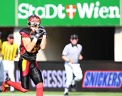 16.07.2011, Ernst Happel Stadion, Wien, AUT, American Football WM 2011, Germany (GER) vs France (FRA), im Bild catch from Niklas Römer (Germany, #84, WR)  // during the American Football World Championship 2011 game, Germany vs France, at Ernst Happel Stadion, Wien, 2011-07-16, EXPA Pictures © 2011, PhotoCredit: EXPA/ T. Haumer
