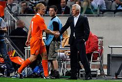 12-08-2009 VOETBAL: NEDERLAND - ENGELAND: AMSTERDAM<br /> Nederland speelt met 2-2 gelijk tegen Engeland / Coach Bert van Marwijk <br /> ©2009-WWW.FOTOHOOGENDOORN.NL