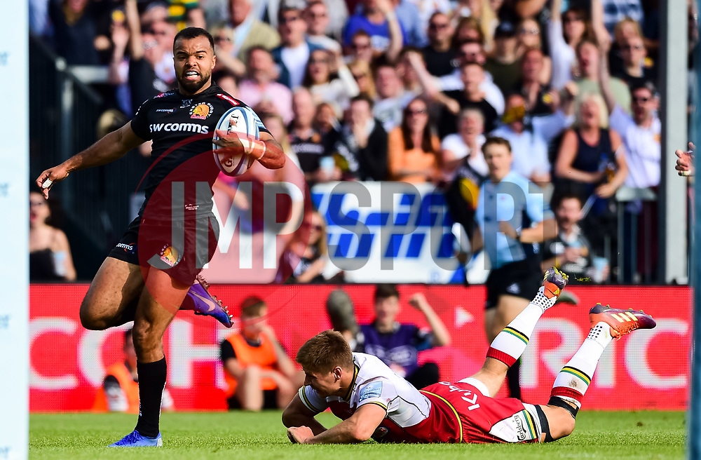 Tom O'Flaherty of Exeter Chiefs dodges Dan Biggar of Northampton Saints to score a try - Mandatory by-line: Ryan Hiscott/JMP - 25/05/2019 - RUGBY - Sandy Park - Exeter, England - Exeter Chiefs v Northampton Saints - Gallagher Premiership Rugby Semi-Final