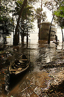 20-05-2006 Tapajos, Brazil. Flooded village on the banks of the Tapajos river, a tributary of the amazon, near Santarem in Brazil.