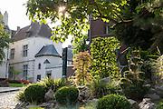 Jardin du Mayeur, Garten, Rathaus, Grand Place, Mons, Hennegau, Wallonie, Belgien, Europa | Jardin du Mayeur, guild hall, Grand Place, Mons, Hennegau, Wallonie, Belgium, Europe