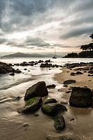 Praia da Ponta do Sambaqui. Florianópolis, Santa Catarina, Brasil. / Ponta do Sambaqui Beach. Florianopolis, Santa Catarina, Brazil.