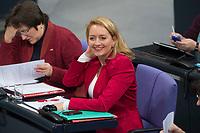 22 FEB 2013, BERLIN/GERMANY:<br /> Caren Lay, MdB, Die Linke, Bundestagsdebatte zum Verbraucherschutz, Plenum, Deutscher Bundestag<br /> IMAGE: 20130222-01-007
