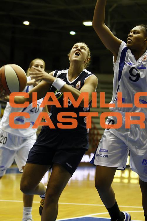 DESCRIZIONE : Napoli LBF Napoli Basket Vomero Erg Power&amp;Gas Priolo<br /> GIOCATORE : Roberta Meneghel<br /> SQUADRA : Erg Power&amp;Gas Priolo<br /> EVENTO : Campionato Lega Basket Femminile A1 2009-2010<br /> GARA : Napoli Basket Vomero Erg Power&amp;Gas Priolo<br /> DATA : 17/10/2009 <br /> CATEGORIA : penetrazione<br /> SPORT : Pallacanestro <br /> AUTORE : Agenzia Ciamillo-Castoria/E.Castoria<br /> Galleria : Lega Basket Femminile 2009-2010<br /> Fotonotizia : Napoli LBF Napoli Basket Vomero Erg Power&amp;Gas Priolo<br /> Predefinita :