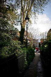 UK ENGLAND LONDON 1MAY12 - Leafy alleyway in Islington, North London...jre/Photo by Jiri Rezac..© Jiri Rezac 2012