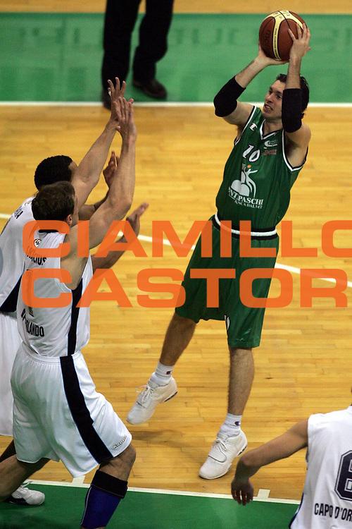 DESCRIZIONE : Siena Lega A1 2005-06 Montepaschi Siena Upea Capo Orlando <br /> GIOCATORE : Pecile <br /> SQUADRA : Montepaschi Siena <br /> EVENTO : Campionato Lega A1 2005-2006 <br /> GARA : Montepaschi Siena Upea Capo Orlando <br /> DATA : 29/01/2006 <br /> CATEGORIA : Tiro <br /> SPORT : Pallacanestro <br /> AUTORE : Agenzia Ciamillo-Castoria/P.Lazzeroni